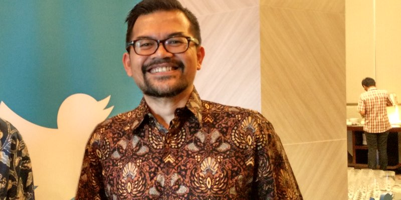 Former okezone ceo roy simangunsong joins twitter as indonesia head roy simangunsong reheart Image collections