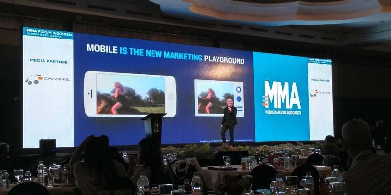 Facebook's Fergus O'Hare presenting at MMA Forum 2015